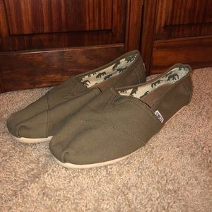 Dark green toms size 10